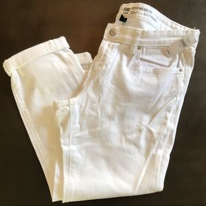 NWT Gap Boyfriend Fit Coupe white jeans